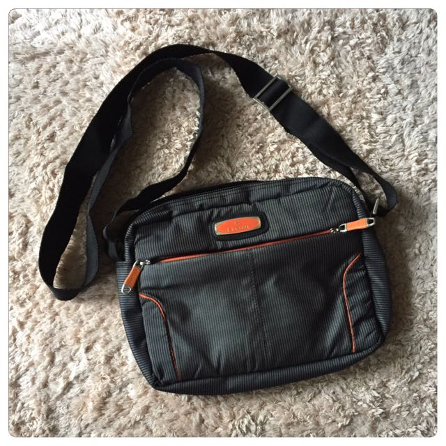 Elgini Sling Bag