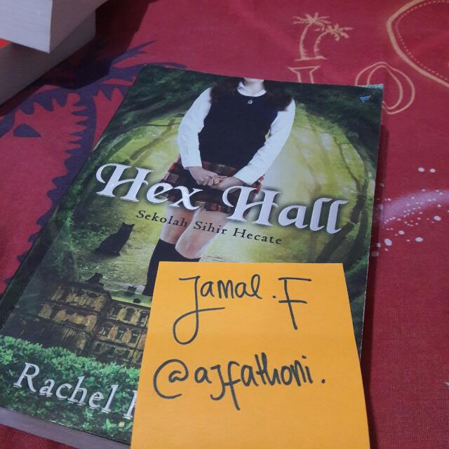 Hex Hall (Trilogi Hex Hall #1) by. Rachel Hawkins