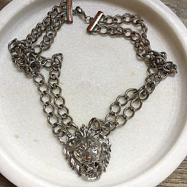 SILVER LIONS HEAD NECKLACE