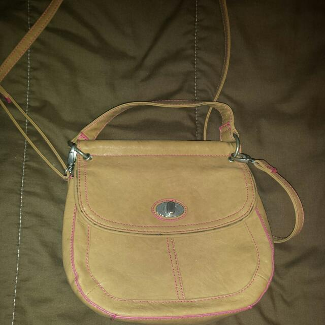 Tan In Colour Cross-Body Leather Purse G.H. Bass&Co (AUTHENTIC)