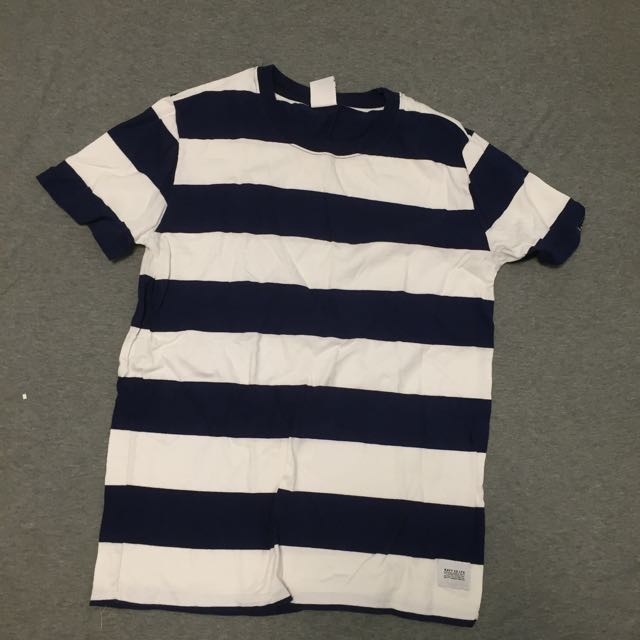 軍藍x白條紋短袖