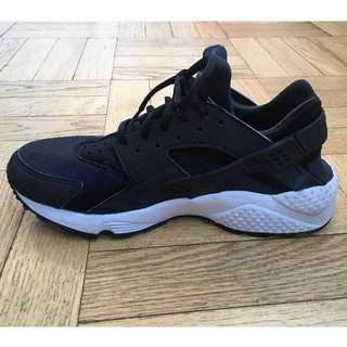 AUTHENTIC Nike Air Huarache (Womens)