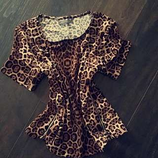 ANIMAL PRINT TOP WITH ZIPS