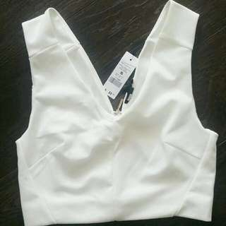 DYNAMITE WHITE CROP TOP WITH GOLD ZIPPER DETAILING
