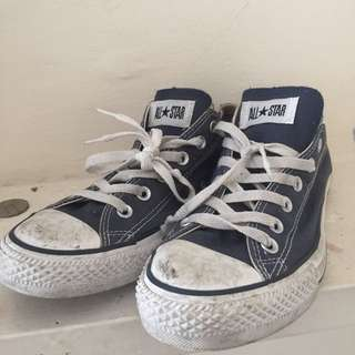 SZ 10 NAVY CONVERSE SNEAKERS