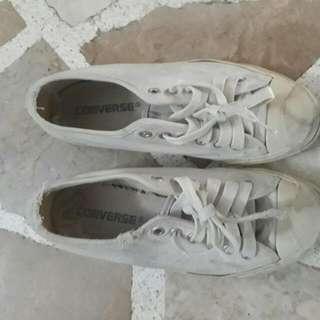 Vintage White Low Cut Converse