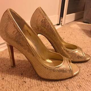 Peep Toe Miss Glam Gold Pumps