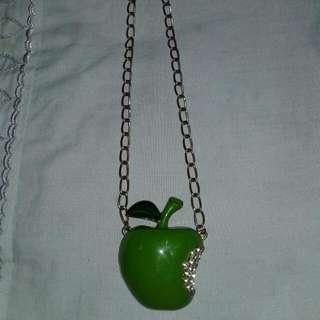 Kalung liontin apel