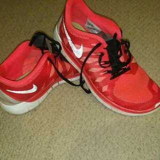 AUTHENTIC NIKES SIZE 7.5 - 8 LADIES