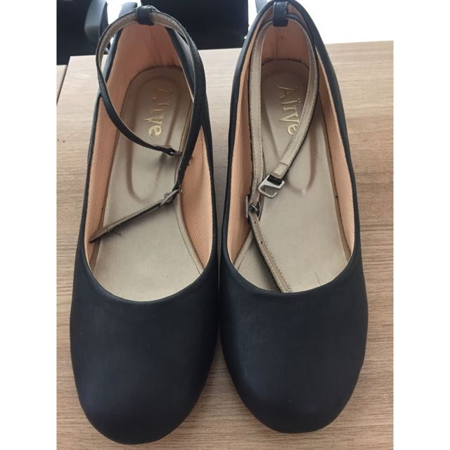 Alive Ankle Strap Shoes