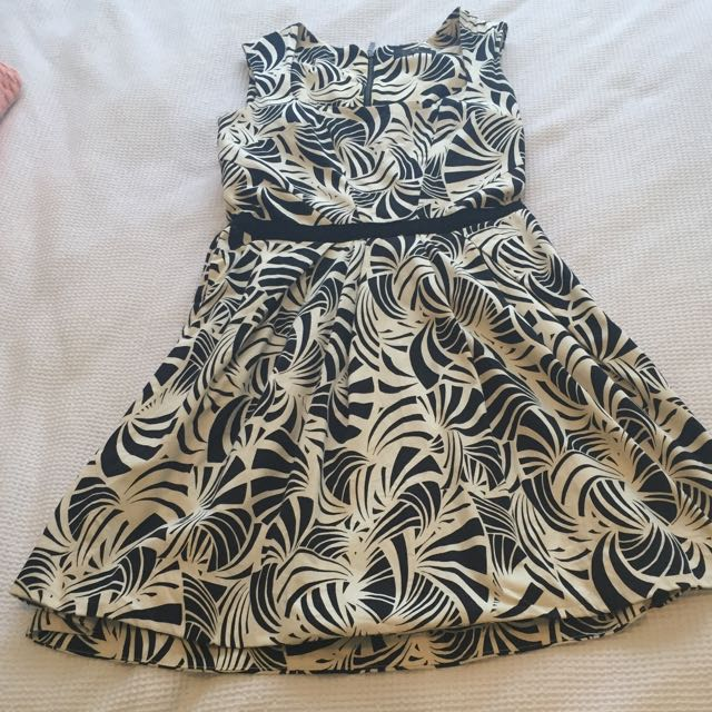 Cue Dress In Black And Ivory In Size 10