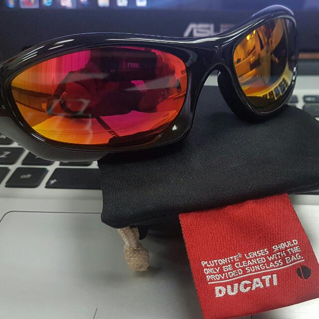 772a45361 Oakley MONSTER DOG - DUCATI Edition, Men's Fashion, Accessories on Carousell