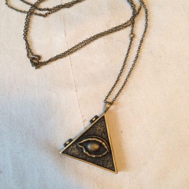 "Obey ""Illuminati"" Chain"