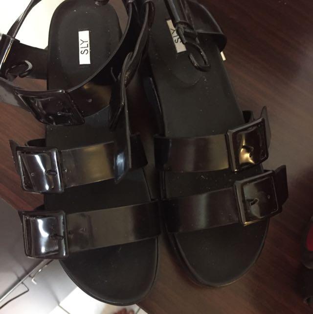 Sly日本涼鞋24.5 LL號  全新 黑色