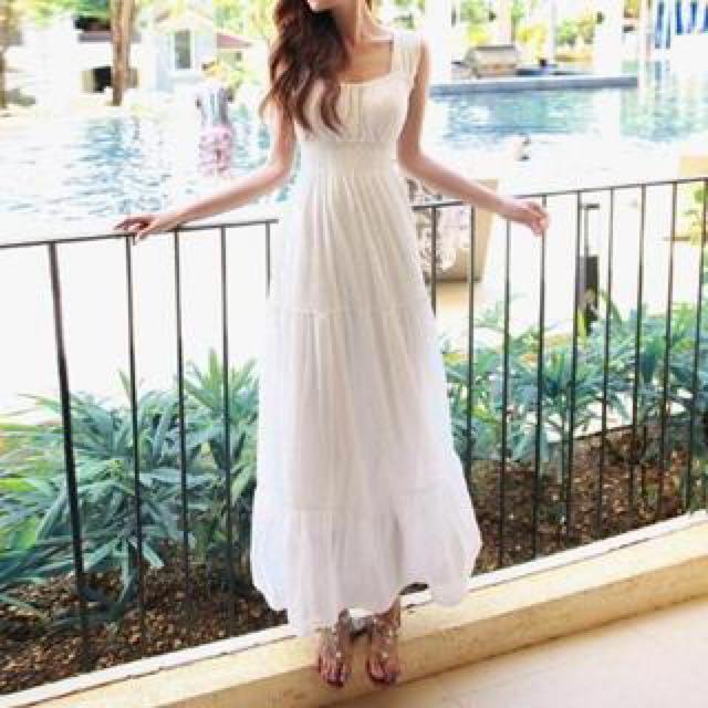 White Maxi Dress (Size small)