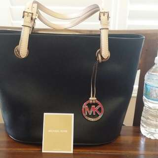 (On Hold)Authentic Michael Kors Bag