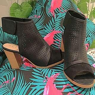 Black Betts Boot Style Heels Size 6