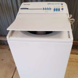 Fisher and Paykel 5.5kg Washing Machine