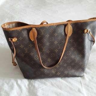 8887c79f11b7 Neverfull MM Louis Vuitton Monogram Canvas Bag