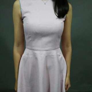 淺粉色洋裝