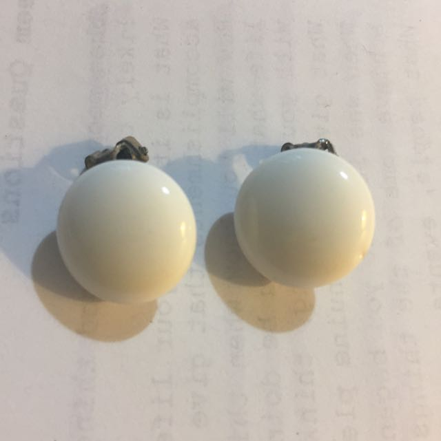 1950s Vintage White Clip On Earrings