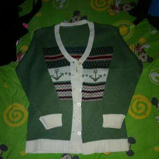 Sweater Hijau