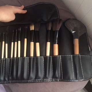 24 makeup brushes