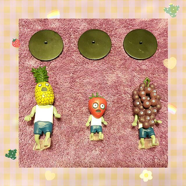 【售 水果殭屍軍團  熊貓之穴 絕版第一彈之鳳梨🍍 葡萄🍇 草莓🍓】