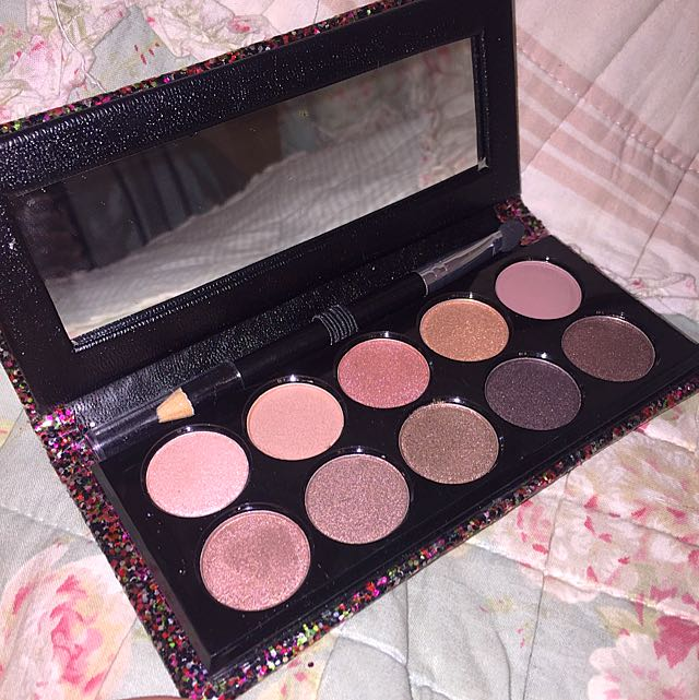 Eyeshadow Palette With Case