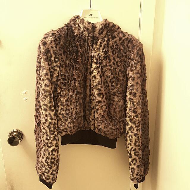 H&M Women's Cropped Cheetah Hoodie