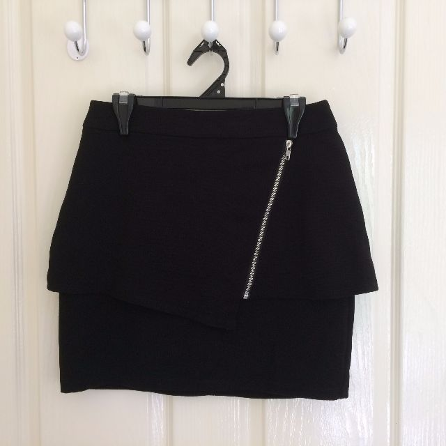 Hot Options Skirt Size 6