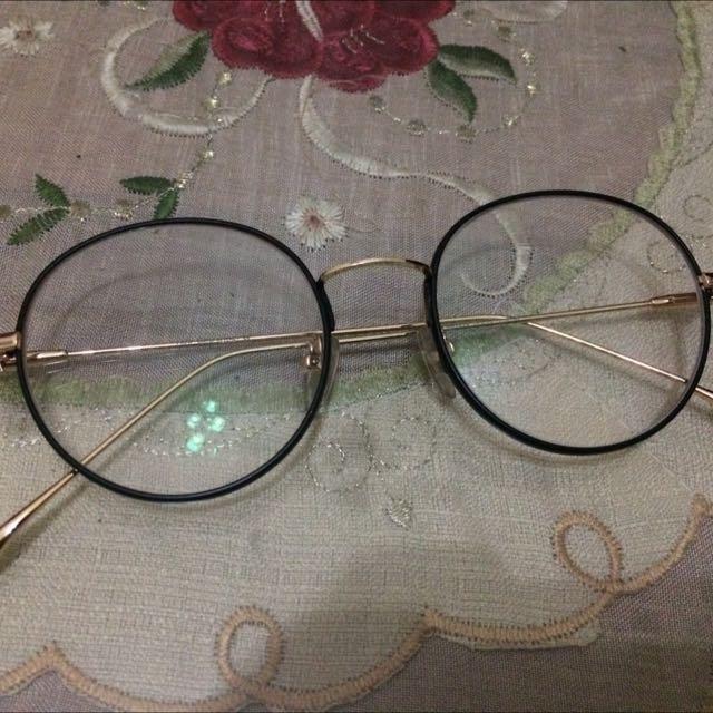 Kacamata Dengan Lensa Minus