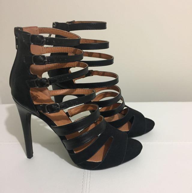 Novo Size 7 Black Heels