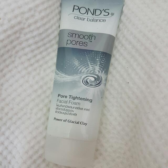 Pond's Smooth Pores Facial Foam Cleanser
