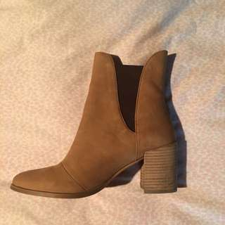 SEED BOOTS SIZE 37