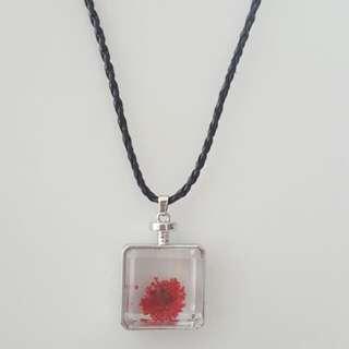 Red Square Shape Dried Glass Flower Pendant Choker