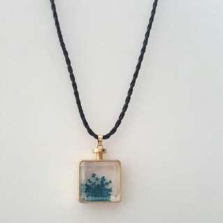 Blue Square Shape Dried Glass Flower Pendant Choker