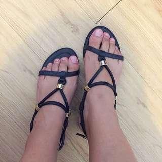 歐美風涼鞋、羅馬鞋。海灘必備👙