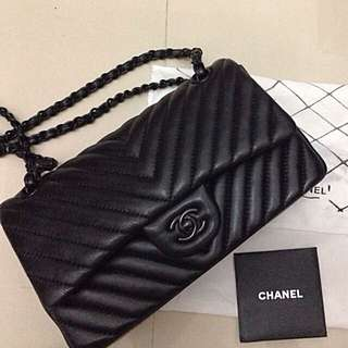 Channel Chevron All Black