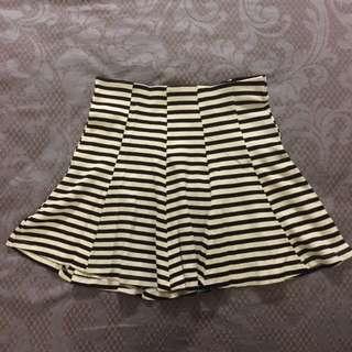🚚 Bershka黑白條紋圓裙