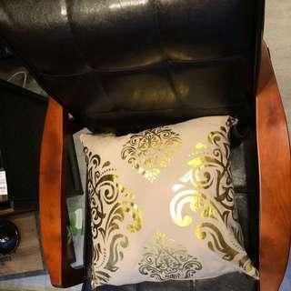 金色印花布抱枕 x2 免運費