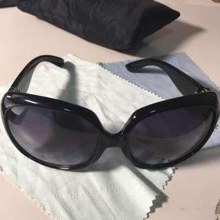 出售【二手】  時尚墨镜 太陽眼鏡 (不含運費/面交/限匯款不能現場支付金額)