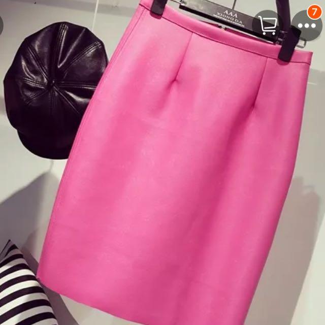 桃紅包臀皮裙