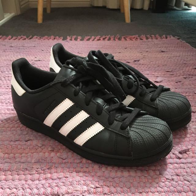 Adidas Superstars Size US 6
