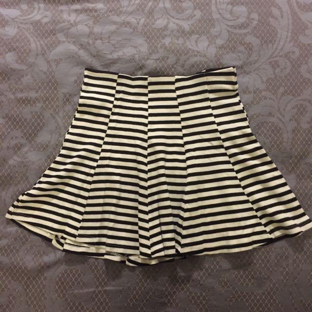 Bershka黑白條紋圓裙
