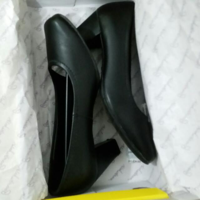 Boardwalk Black Shoes Size 6