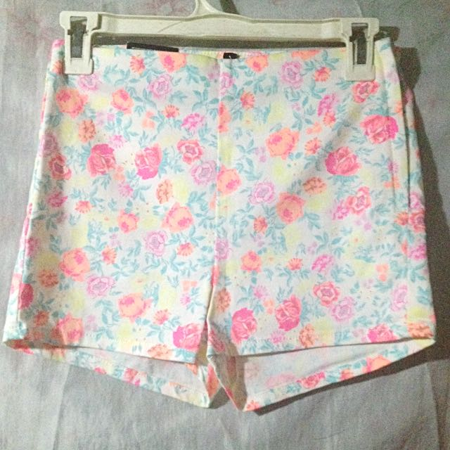 H&M Highwaist Floral Shorts