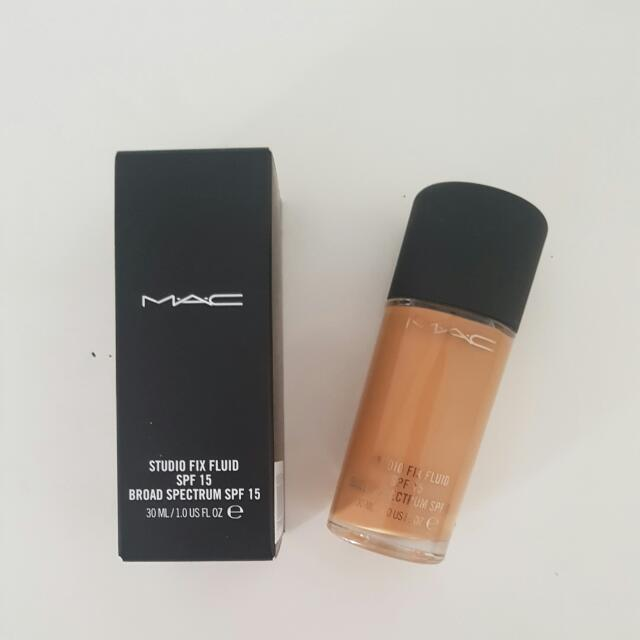MAC Studio Fix Fluid SPF15- NC44 (Authentic)