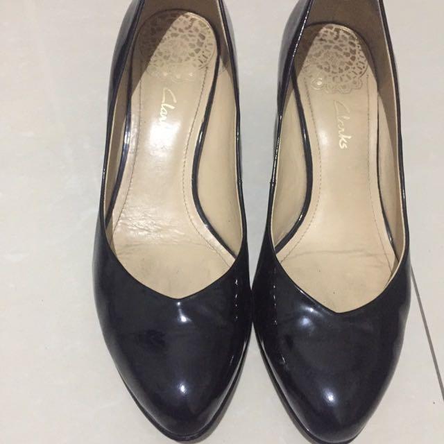 Sepatu Hitam Clarks