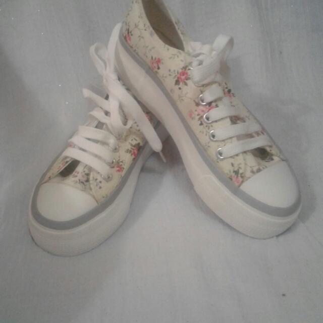 Sepatu Motif FLOWER